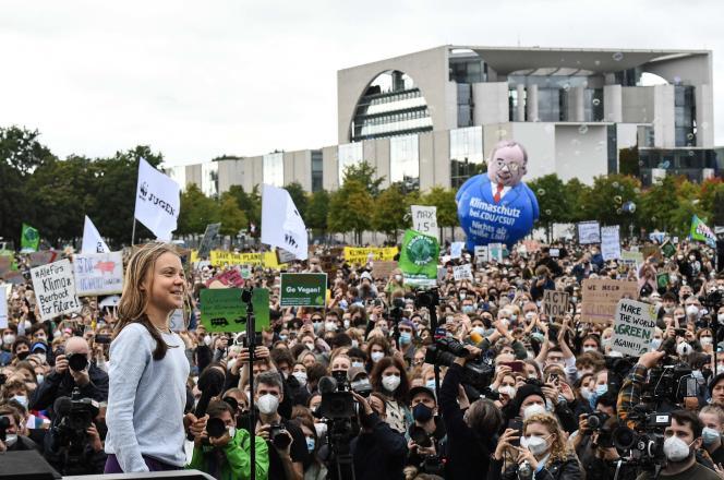 A ativista sueca pelo clima, Greta Dunberg, falou aos manifestantes em todo o mundo na sexta-feira, 24 de setembro de 2021, antes de um futuro ataque fora do chanceler de Berlim, dois dias antes das eleições federais alemãs.