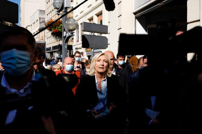 Marine Le Pen, candidate du Rassemblement national à l'élection présidentielle de 2022, en visite à Hayange (Moselle), le 23 septembre 2021.