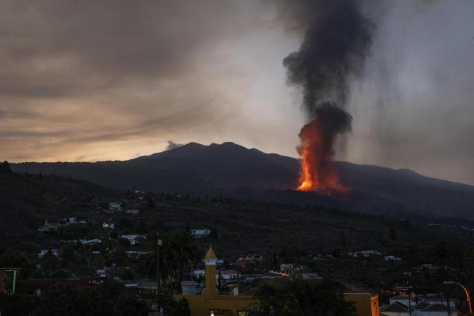 La lava ya destruyó 420 edificios y cubrió 190 hectáreas en la isla, cuya principal actividad económica es el cultivo de banano.