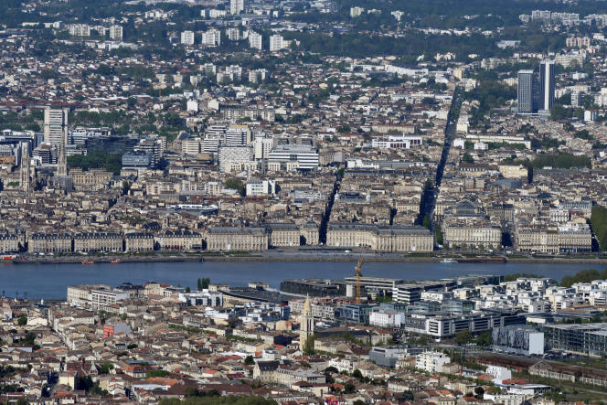 Aerial view of Bordeaux (Gironde), in April 2016.