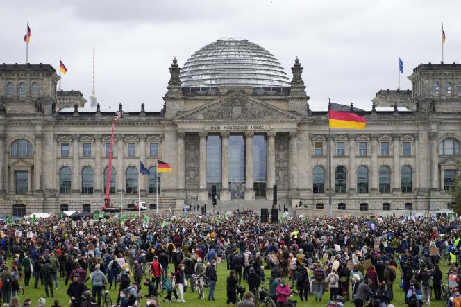 Rassemblement devant le Reichstag à l'appel des Fridays for Future, le 24 septembre, à Berlin