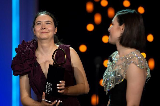 La réalisatrice et scénariste roumaine Alina Grigore a reçu la coquille d'or pour Crai Nou («Lune Bleue»), au festival de Saint-Sébastien, en Espagne, le 25 septembre 2021.