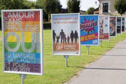 Des affiches en faveur du mariage pour tous, à Genève (Suisse), le 25 septembre 2021.