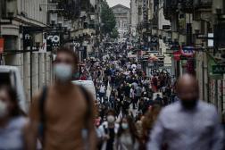 Dans une rue de Bordeaux, le 27 juillet 2021.