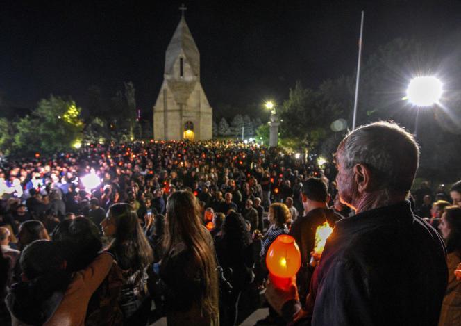 Environ 3 000 Arméniens ont défilé à Erevan, le 26 septembre 2021, pour commémorer les victimes de la guerre contre l'Azerbaïdjan, dans le Haut-Karabakh, un an plus tôt.