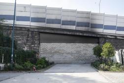 Mur construit par les autorités entre Paris et Pantin, à Pantin (Seine-Saint-Denis), le 26 septembre 2021.