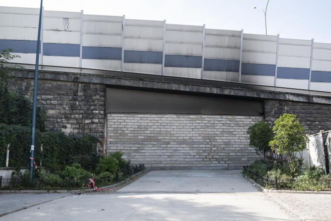 Mur construit par les autorités entre Paris et Pantin, à Pantin (Seine-Saint-Denis), le 26 septembre.