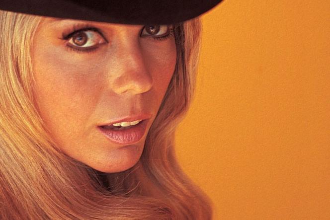 Pochette de« Start walkin'1965-1976» de Nancy Sinatra.
