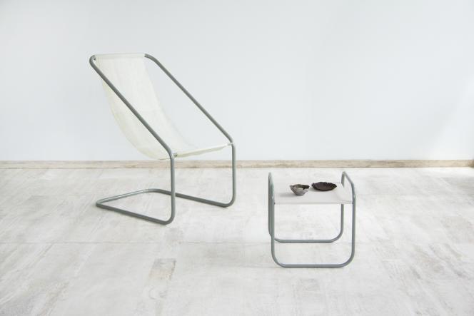 Chaise et table issue de la collection SEA ME, en cellulose extraite du varech, par la designerNienke Hoogvliet