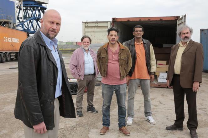 De gauche à droite : François Damiens, Bouli Lanners, JoeyStarr, Ramzy Bedia et Gustave Kervern dans «Cette musique ne joue pour personne», réalisé par Samuel Benchetrit.