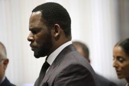 Le chanteur R. Kelly, lors d'une audience au tribunal pénal de Leighton, à Chicago(Illinois), en juin 2019.