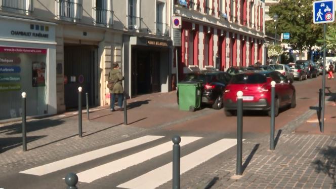 Un passage piétons aménagé à Fontenay-aux-Roses (Hauts-de-Seine), première «ville 30» de France, depuis 2005.