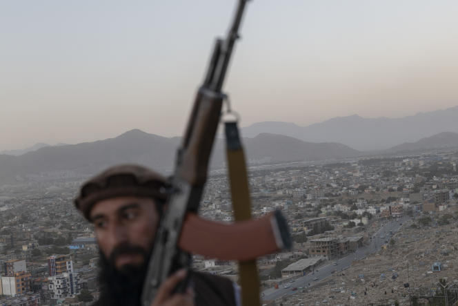 Wazir Akbar Khan, who dominates Kabul on September 16, is a Taliban at the top of an unused swimming pool diving board.