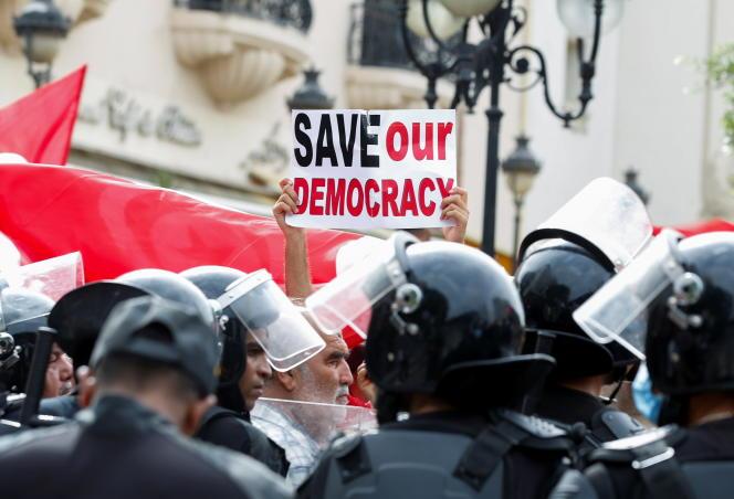 Lors d'une manifestation contre le coup de force du président Kaïs Saïed, à Tunis, le 26septembre 2021.