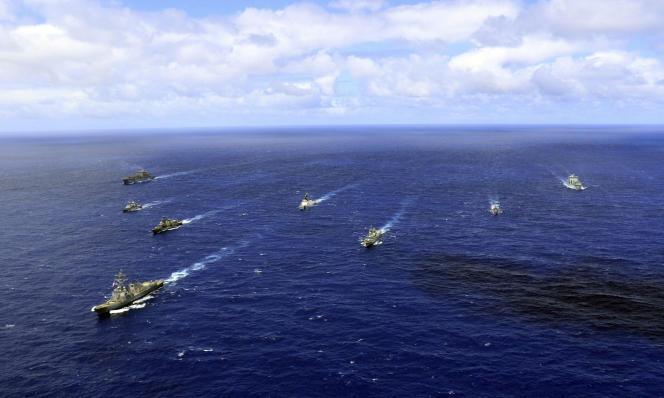 Des navires de l'US Navy, de la marine chilienne, péruvienne, française et canadienne, lors d'un exercice dans l'océan Pacifique, en2018.