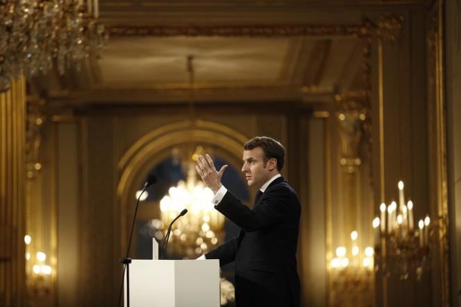 Le président français Emmanuel Macron annonce la création de la Maiso du dessin de presse lors de ses vœux de nouvelle année à la presse au palais de l'Élysée à Paris, le 15 janvier 2020.