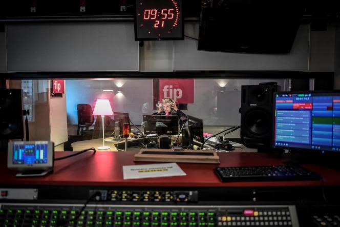 Dans un studio de Radio France, à Paris, le 21 décembre 2020.