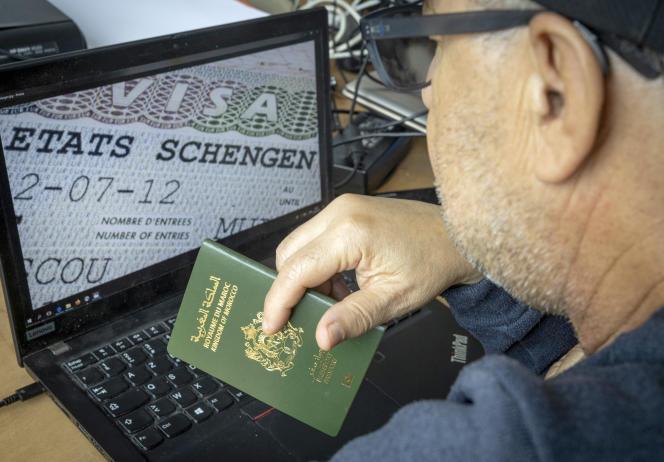 Un ressortissant marocain, à Rabat, le 28 septembre 2021.