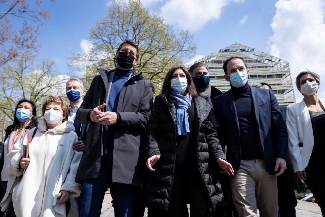 Après une réunion de dirigeants de la gauche pour la présidentielle de 2022, à Paris, le 17 avril 2021.