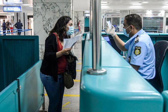 A la douane de l'aéroport de Tunis-Carthage, le 27 juin 2020.