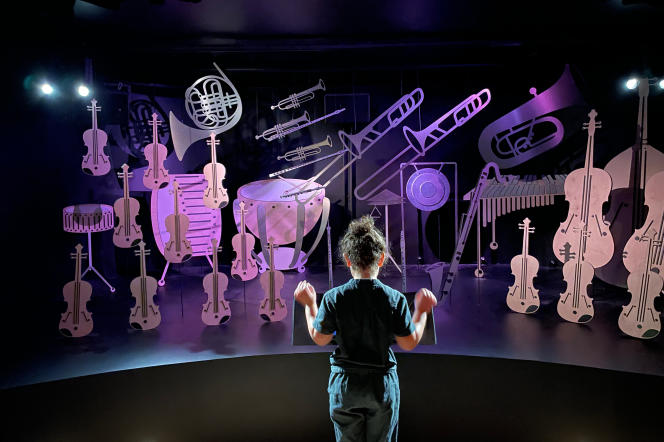 In a small musical theater, the young visitor can transform himself into a conductor thanks to sensors recording his movements.