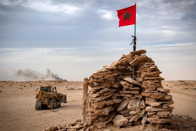 Le drapeau marocain, à Guerguerat, dans le Sahara occidental, le 23 novembre 2020.
