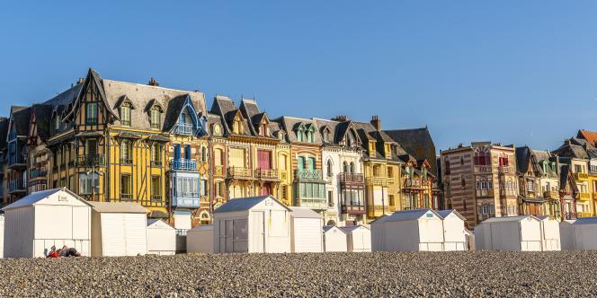 Les villas de la Belle Epoque en front de mer, quartier historique né de la mode des bains de mer dès 1870, àMers-les-Bains (Somme), en juin 2021.