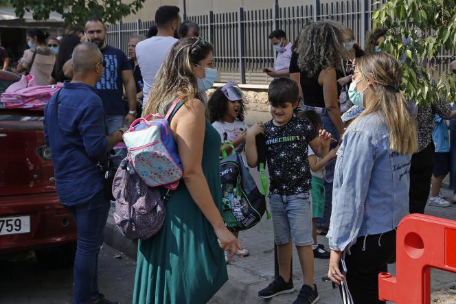 Devant une école, à Beyrouth, le 29 septembre 2021.