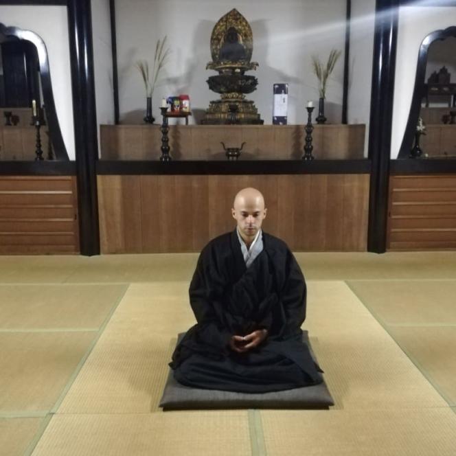 Le 15 septembre 2021, Clément Sans est devenu moine zen dans un temple bouddhiste japonais.