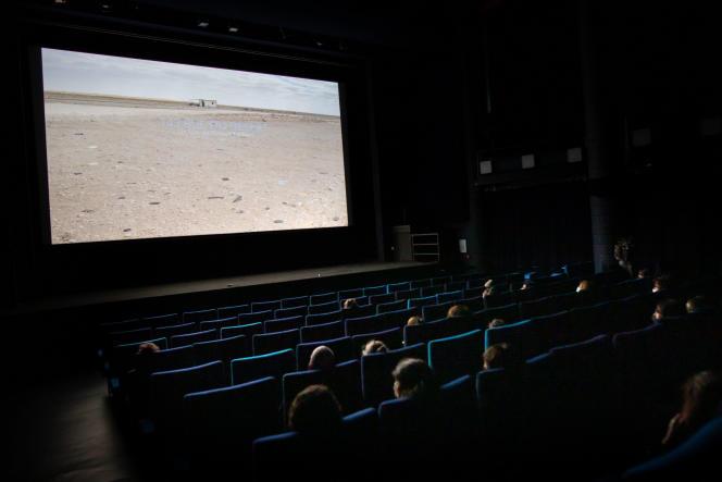 Dans une salle de cinéma, à Marseille.