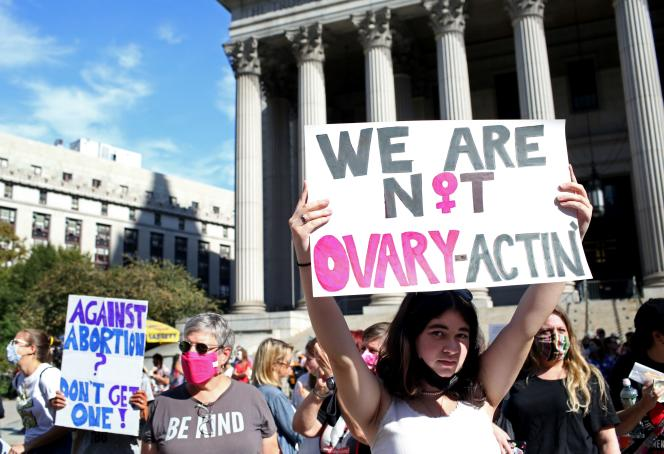 Des participants à la « Marche des femmes » au Foley Square à New York, samedi 2 octobre 2021.