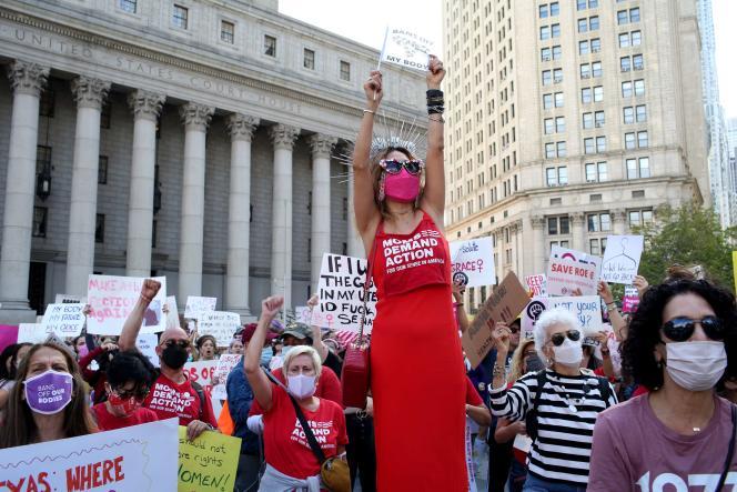 Une foule rassemblée pour la« Marche des femmes» au Foley Square à New York, samedi 2 octobre 2021.