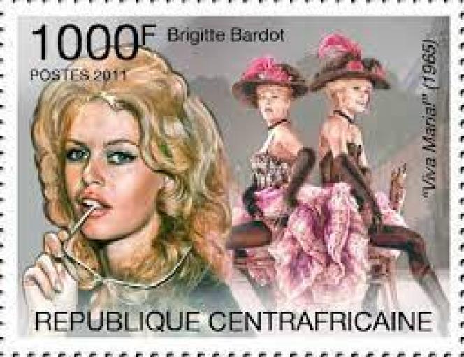 Brigitte Bardot et Jeanne Moreau, timbre de République centrafricaine (2011), dans « Viva Maria», de Louis Malle (film de 1965).
