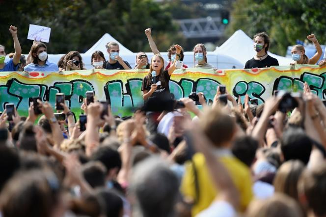 La militante écologiste Greta Thunberg lors d'une grève pour le climat organisée par des étudiants, à Milan (Italie), le 1er octobre 2021.