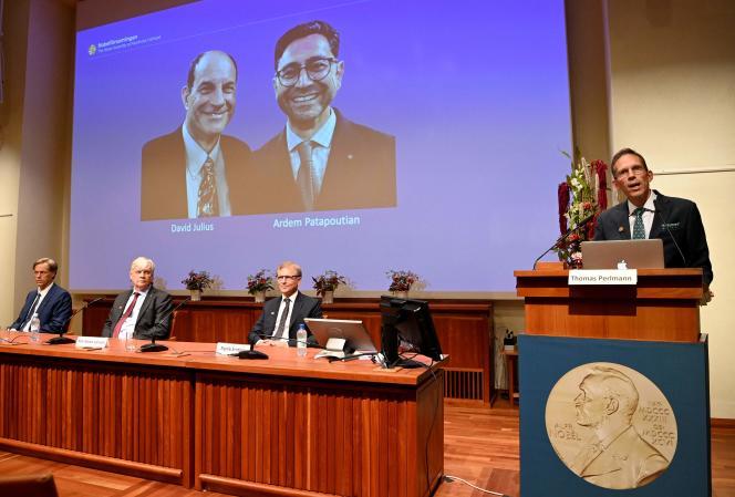 Thomas Perlmann, lesecrétaire du comité, annonce l'attribution du prix Nobel de médecine, àStockholm, le 4 octobre 2021.