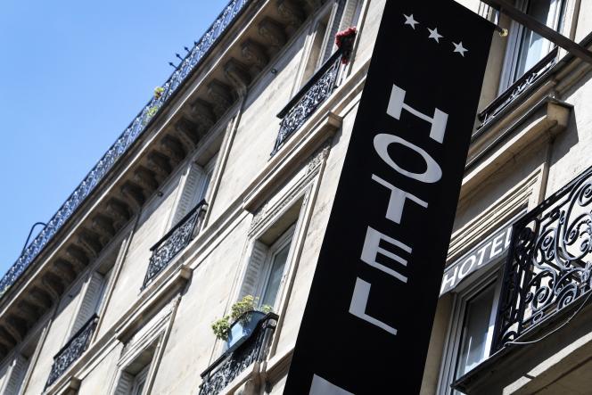 Façade d'un hôtel parisien, le 6 août 2020.