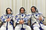 L'actrice Ioulia Peressild, le réalisateur Klim Chipenko et le cosmonaute Anton Chkaplerov, le 5 octobre 2021, avant leur décollage vers l'ISS.