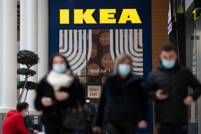 Devant un magasin Ikea, à Saint-Herblain (Loire-Atlantique), le 13 janvier 2021.