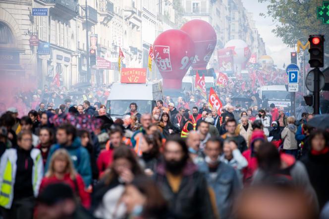 Quelque 6400 personnes, selon le ministère de l'intérieur – 25000 selon la CGT –, ont manifesté, mardi 5octobre, dans la capitale à l'appel des syndicats.