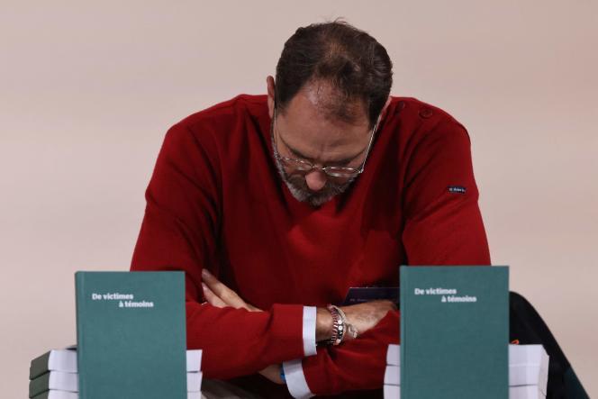 François Devaux, fondateur de l'association de victimes La parole libérée, assiste à la publication du rapport de la Commission Sauvé, à Paris, le 5 octobre 2021.