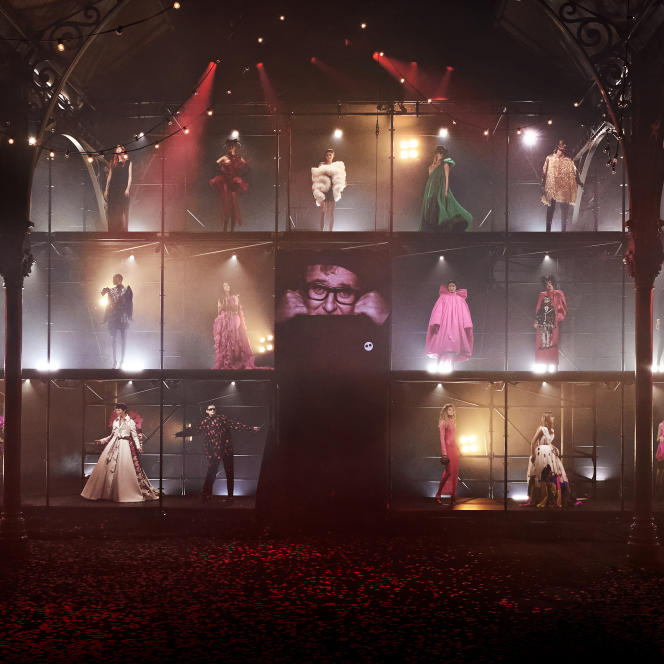 Hommage à Alber Elbaz au Carreau du Temple, lors de la Paris Fashion Week, le 5 octobre 2021.