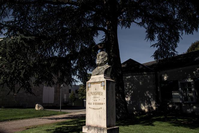 Le buste de François Mousnier, dans le centre-ville d'Issoudun (Indre), le 30septembre2021.