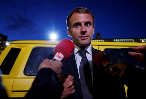 French President Emmanuel Macron speaks to journalists upon his arrival at the presidential Elysee Palace in Paris on September 30 2021, to host a dinner as part of the closing ceremony of the Africa2020 season, which presented the views of the civil society from the African continent and its recent diaspora in different sectors of activity. - The Season 2020 focused on innovation in the arts, sciences, technology, entrepreneurship and the economy. (Photo by Ludovic MARIN / POOL / AFP)
