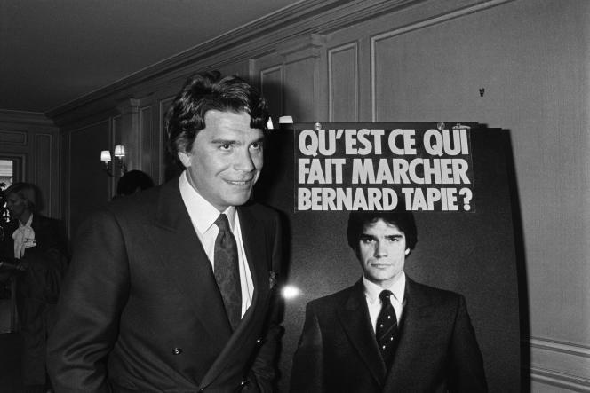 Bernard Tapie lors du lancement de la campagne publicitaire pour les piles Wonder, au Pavillon Gabriel, à Paris, en avril 1986.