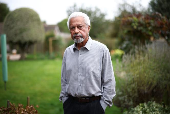 Le romancier et universitaire d'origine tanzanienne Abdulrazak Gurnah, dans sa maison deCanterbury (Angleterre), le 7 octobre 2021.