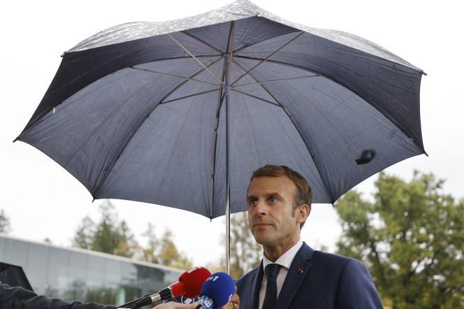 Emmanuel Macron s'adresse à la presse à propos de la commission Sauvé, à Ljubljana, la capitale slovène, le 6 octobre 2021.