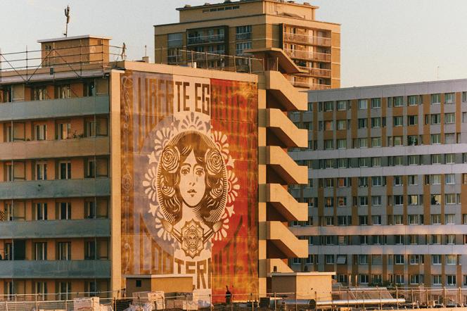La Marianne géante de l'artiste américainShepard Fairey, dans le 13e.