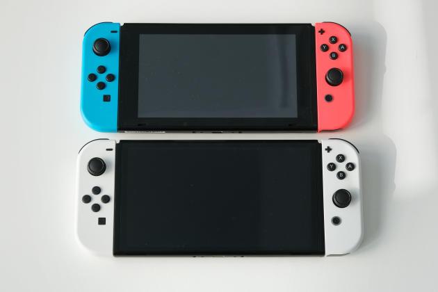 Où est la Switch Modèle OLED sur cette photo, selon vous ? Si vous ne trouvez pas la réponse en une seconde, relisez la première phrase de cet article.