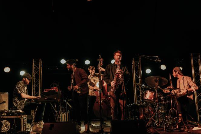 Léon Phal Quintet en concert au Nancy Jazz Pulsations, salle Magic Mirrors, le 7 octobre 2021. De gauche à droite : Gauthier Toux (piano), Zacharie Ksyk (trompette), RémiBouyssière (contrebasse), Léon Phal (saxophone) et Arthur Alard (batterie).