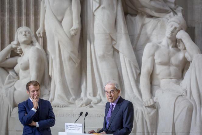 Emmanuel Macron et Robert Badinter lors de la commémoration du 40eanniversaire de l'abolition de la peine de mort, au Panthéon, le 9 octobre 2021.
